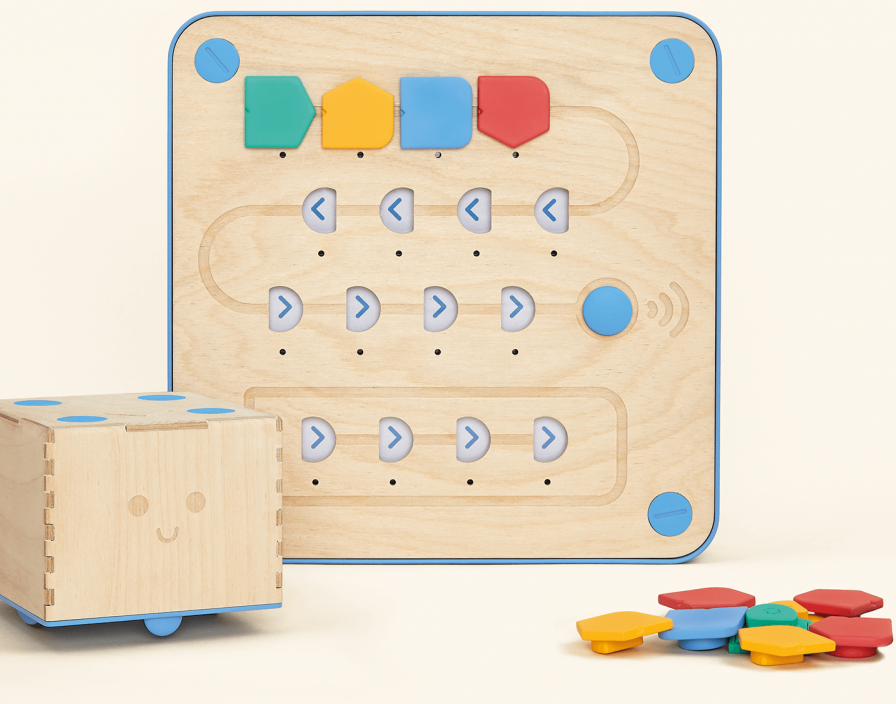 Cubetto Tiles Direction Robot. A wooden square with colorful tiles that can be moved in a maze.